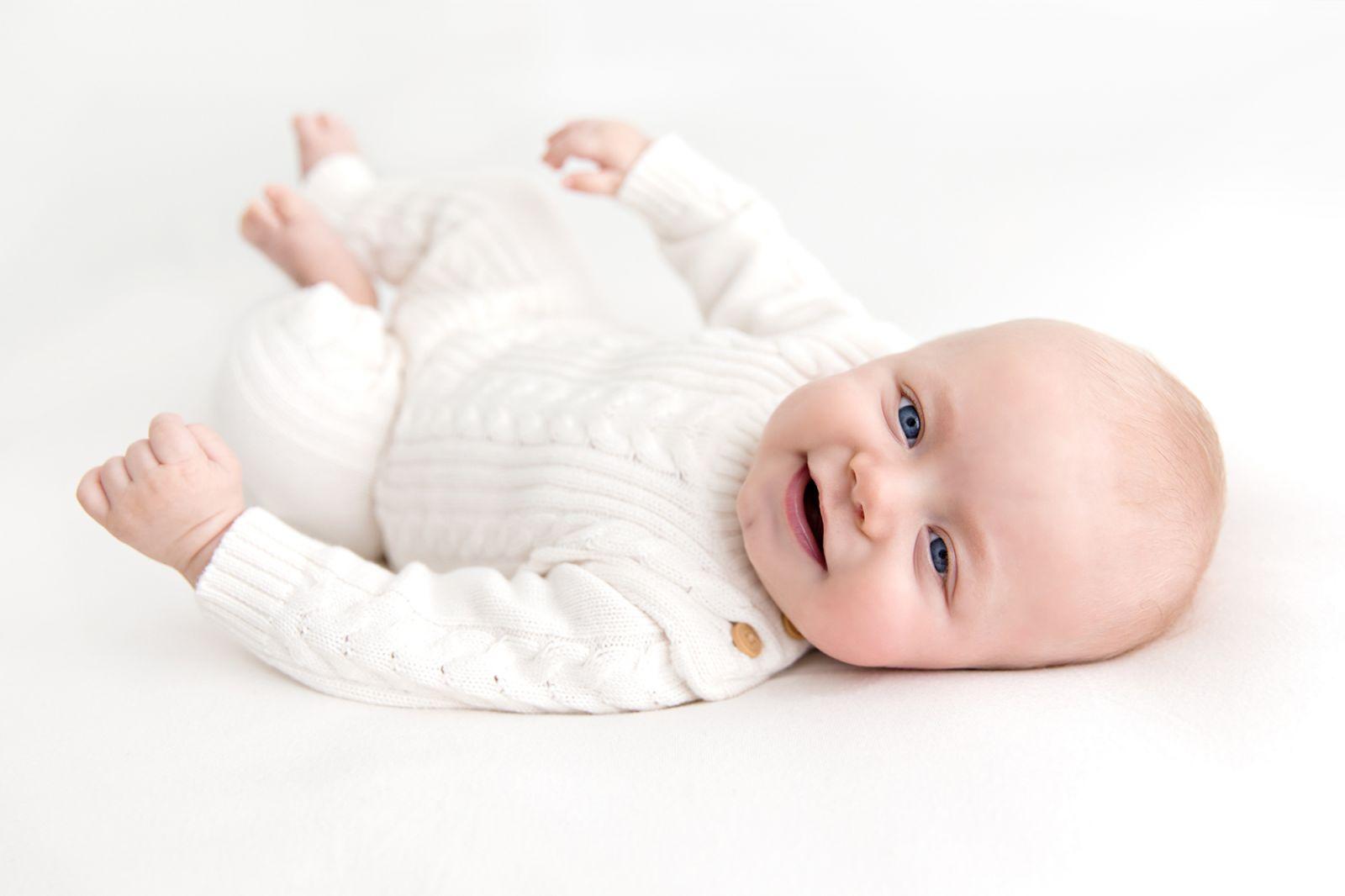 4 month baby milestone session